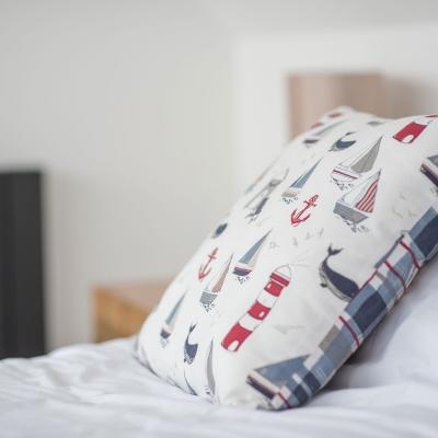 appledore-devon-gallery-pillow