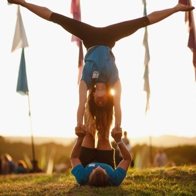 acrobats-at-festival